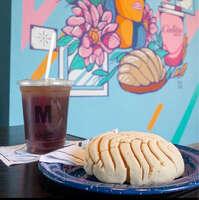 Ven por tu concha y café favorito
